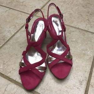 NWOB Naturalizer Bright Pink suede sandal heels